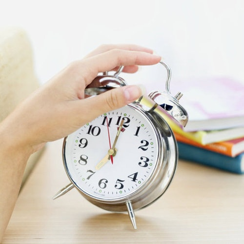 7 tips to wake up and get out of bed fast