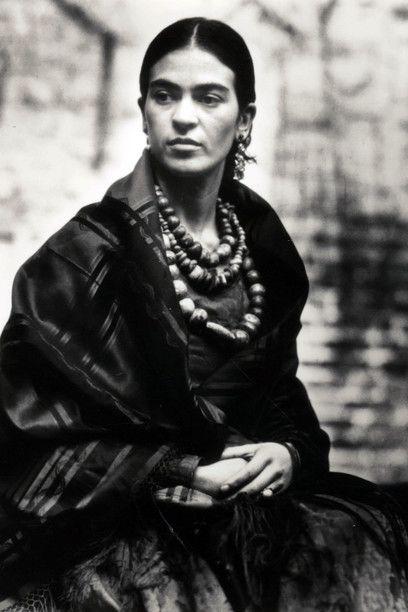 Edward Weston - Frida Kahlo, 1930 - Stampa alla gelatina d'argento, 53x42 cm - Courtesy of Throckmorton Fine Art Inc., New York, USA -   Edward Weston by SIAE 2016 - Foto di Gerardo Suter