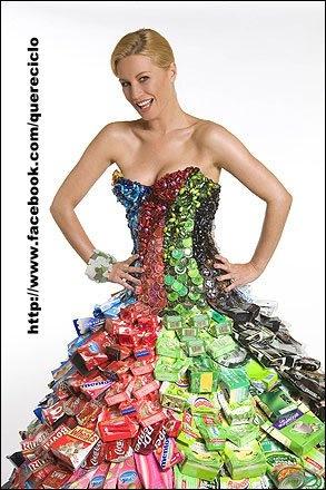 Denise Van Outen in packaging dress by designer Gary Harvey  RECICLADO DE INFORMATICA.FACEBOOK