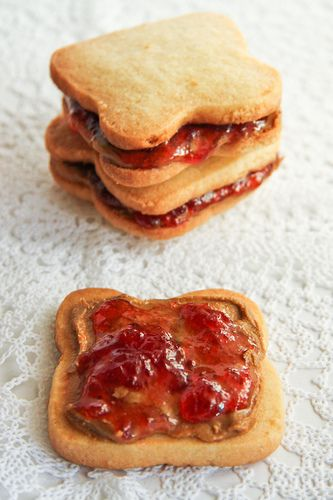 PB&J sandwich cookies: Baking Desserts, Pb J Sandwiches, Sandwiches Cookies, Baking Cookies With Kids, Pb Sandwiches, Cookies Sandwiches, Peanut Butter, Pb Cookies, Jam Cookies