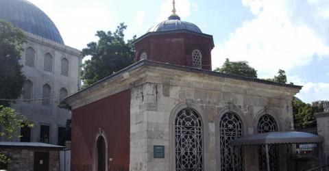 Muvakkithane | Ayasofya Müzesi-Osmanlı Döneminde halkın namaz vakitlerini öğrenmesi için yapılmış olan 38 adet muvakkithaneden günümüze kadar gelmiş olan 29 âdetinden bir tanesi de Ayasofya'da bulunmaktadır. Sultan Abdülmecid (1839- 1861) zamanında, Ayasofya'nın onarımını yapan Fossatti Kardeşler tarafından, 1853 yılında yapılan yapı, kendi türündeki muvakkithaneler içersinde en güzel ve en görkemlilerinden biridir. Yapı kare planlı, kesme taş duvar örgülü olup, giriş kısmı kuzey…