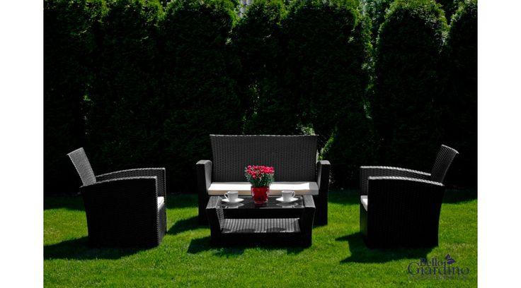 A funkcionalitás, a kényelem és az elegancia csak néhány előny a sok közül, amely ezt a Bello Giardino kerti garnitúrát jellemzi. Műrattanból, ún. Technorattanból készül, amely nagyon előnyös tulajdonságainak köszönhetően egyre keresettebb a kert