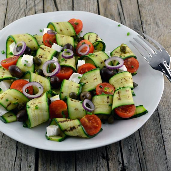 """#Carpaccio di #zucchine #grigliate. Dal blog """"La via delle spezie"""", una rilettura #vegetariana del carpaccio. Clicca sul link per scoprirne di più sulla ricetta! http://bit.ly/1vgWx0j #Melarossa"""