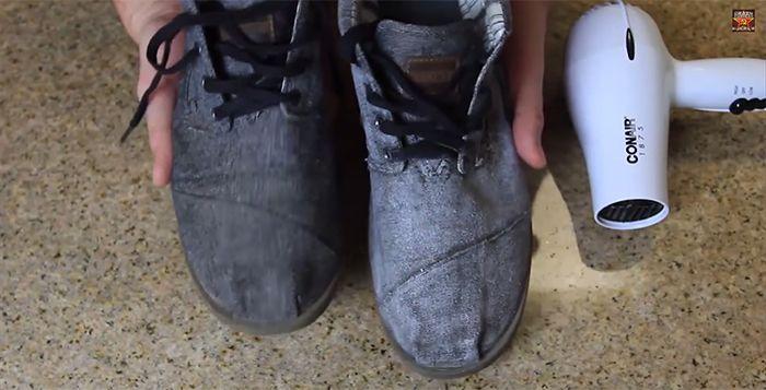 Tutorial explica como manter sapatos de tecido sempre novos. O passo a passo é bem simples e pode ser feito até em casa. Confira.