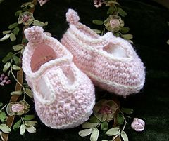 Ravelry: Mary Jane Baby Shoes pattern by The Knitting