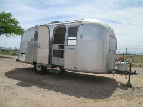 Does eBay.com list used Airstream trailers?