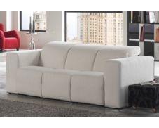 Le presentamos este moderno sofá tres plazas tapizado en tela. Un sofá cómodo y de original diseño. Podrá reclinar los cabezales en varias posiciones, para aprovechar al máximo sus momentos de confort. ¡No lo piense dos veces!
