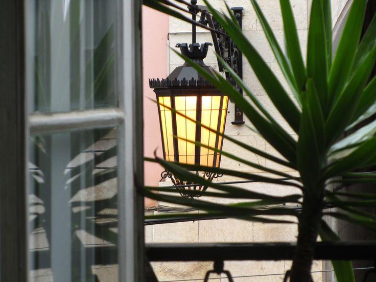 {Lampiões} - Chiado ►[Lisboa é POESIA]  ► http://lisboalxpoesia.wordpress.com/_inscricao/