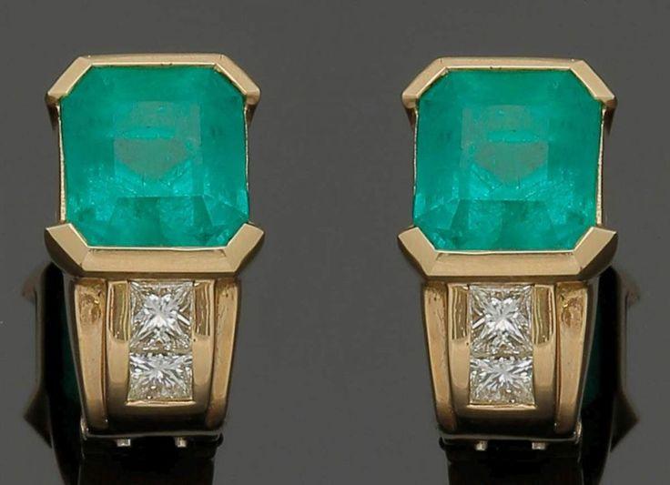 Paar Ohrstecker mit prachtvollen, kolumbianischen Smaragden750er GG, gestemp. 4 Diamanten im Princes — Schmuck