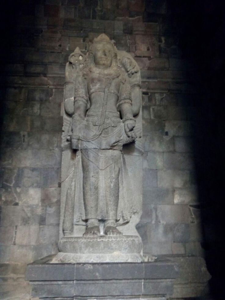 Visnu inside Prambanan temple