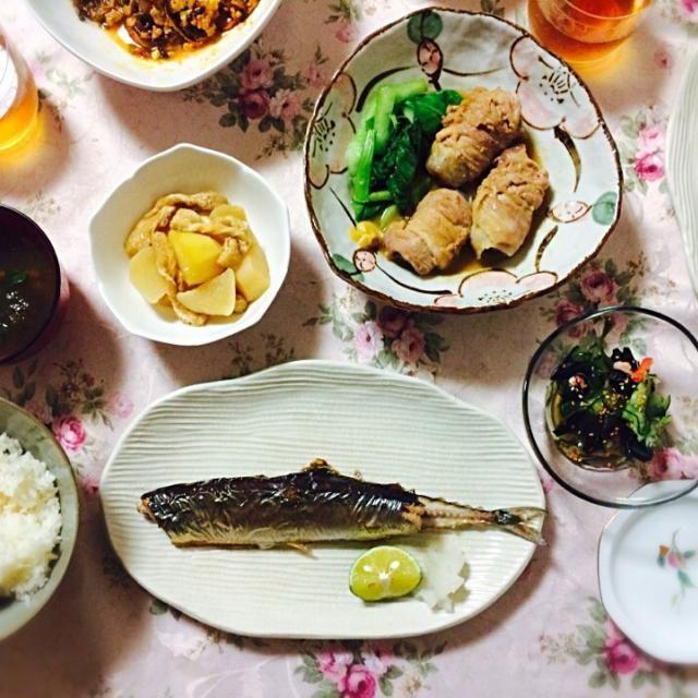 大根と油揚げの煮物 肉巻きこんにゃく きゅうりわかめカニカマの酢の物 おすまし  大根の煮物が上手く出来てやったー✨米のとぎ汁で茹でたり少し手間がかかったけれど、しっかりしゅんで優しいお味でした。 このだしでおでん作りたいなぁ〜 - 14件のもぐもぐ - 秋刀魚 by マイナナ☆