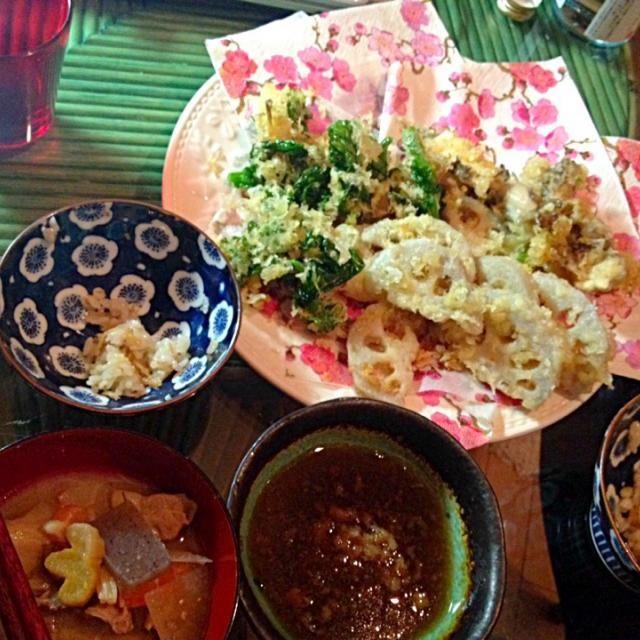 社内の人に貰った菜の花、今年は初の天ぷらに。あまくてうまし\(//∇//)\ ついでで揚げたレンコンはもっとうまし!! - 22件のもぐもぐ - 菜の花の天ぷらと豚汁 by reipopopon