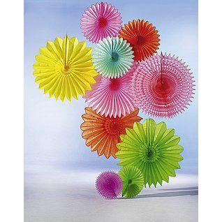 Dekoidee Dekofächer Imposante Dekofächer in leuchtenden Farben bringen den Frühling ins Schaufenster. Schnell ist eine günstige und platzsparende Dekoration gezaubert, die dennoch ins Auge sticht. http://www.decowoerner.com/de/Saison-Deko-10715/Fruehling-Ostern-10729/Komplette-Dekoideen-Fruehling-Ostern-11324/Dekoidee-Dekofaecher-643.788.00.html