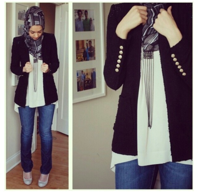 Jeans + blazer + long necklace
