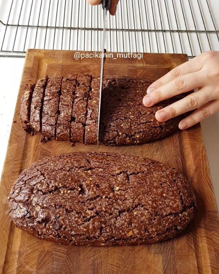Hayırlı geceler ☺ Biscotti sever misiniz 😍Bol çikolatalı fındıklı gerçekten çok güzel oluyor 😌 Kıtır kıtır çok lezzetli oluyor denemelisiniz 👌 Tarif cafefernando.com Çikolatalı fındıklı biscotti 2 su bardağı un 3 yemek kaşığı kakao Yarım paket kabartma tozu Bir tutam tuz 90 gram tereyağı(oda sıcakl...