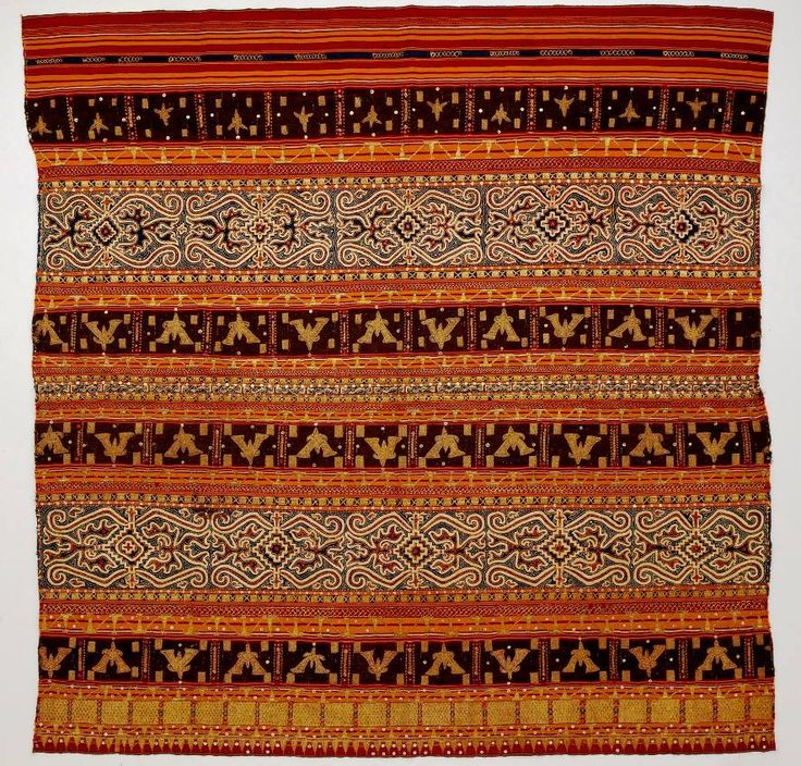 Tapis inuh (ceremonial sarong open for the display) Abung people. Lampung - Sumatra. Cotton - Silk - Golden threads - Sequins Embroidery - Couching - Applique