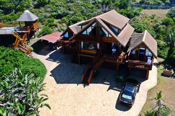 The VIP House at Brenton on Sea Chalets has 3 bedrooms