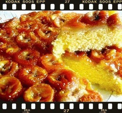 Torta con banane caramellate