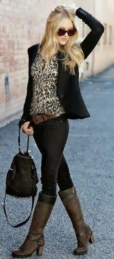 Blusa de onça blazer preto calça jeans preta ou de couro , bota preta , cinto marrom escuro , bolsa preta