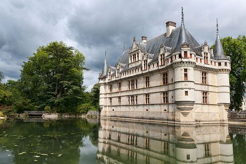 Château de Azay-le-Rideau was built from 1515 to 1527, one of the earliest French Renaissance châteaux. Built on an island in the Indre River at Azay-le-Rideau, its foundations rise straight out of the water.Chateau Azay Le Rudeau, Renaissance, Château D Azay Le Rideau, Chateau D Azay, Loire Valley, Islands, De Azaylerideau, Castles France, Château Dazaylerideau