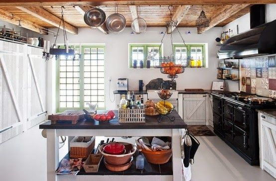 fd825-33-cool-rustic-scandinavian-kitchen-designs-with-wooden-ceiling-black-white-table-wash-basin-cabinet-stove-oven-window-chandelier-appliances-carpet-hardwood-floor.jpg (554×364)