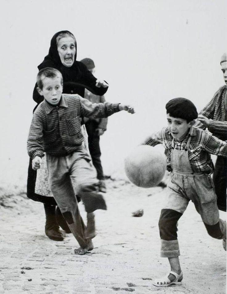 The game, Nazaré, Portugal, 1967.