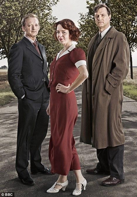 Douglas Henshall, Anna Maxwell Martin, and David Morrissey in South Riding