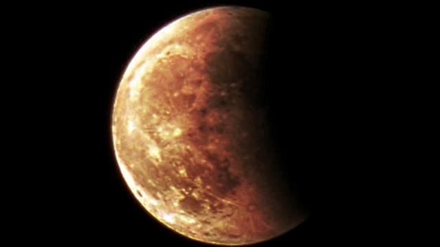 The Blood Moon 8 October 2014. Hayley and Matt Cawthorne took this picture in Adelaide, South Australia.