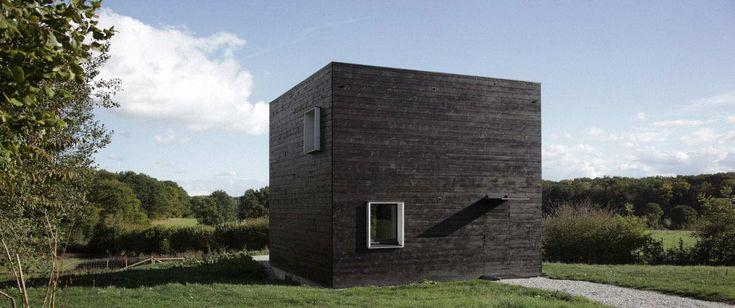 http://bois-maisons.com/cube-noir-par-beckmann-n'thepe-en-normandie-france