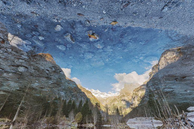 Sognare in Val di Mello - Fotografare un riflesso e poi ruotarlo di 180° per creare un mondo dei sogni... tutto è possibile nella valle dei sogni. (Val di Mello, Val Masino, Sondrio):