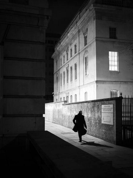 Photographer Uses Light and Shadows to Frame Human Forms in the City manonearth 4