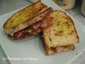Panino Rustico con Pancetta e Porri   http://www.latavolozzadeisapori.it/ricette/panino-rustico-con-pancetta-e-porri
