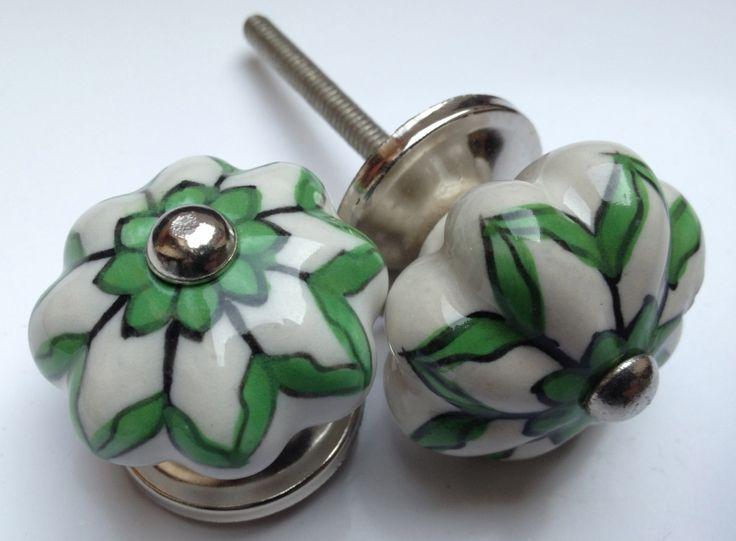 181 witte kastknop met groene accenten