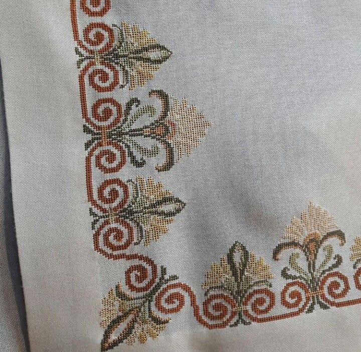 Table runner, fabulous stitching, I really like these designs.