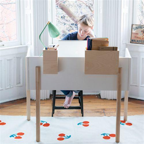Huiswerk doe je in stijl aan het nieuwe bureau 'de Brooklyn desk' van Oeuf!