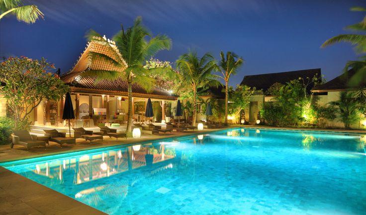 pool with joglo lounge_sudamala sanur
