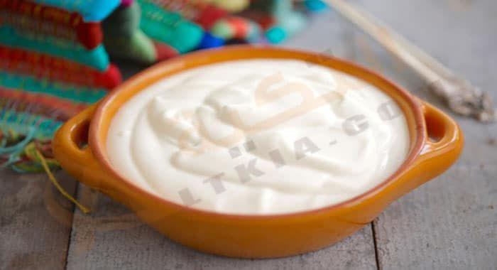 تفسير حلم رؤية القشطة في المنام رمز القشطة في الحلم للعزباء والمتزوجة والحامل والرجل دلالات القشطة وال Sour Cream Recipes Make Sour Cream Homemade Sour Cream