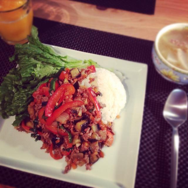 さくっとランチナンプラースープが思いのほか美味しかった。 - 8件のもぐもぐ - ガパオライス with 大根と挽肉のナンプラースープ by yamamotoke