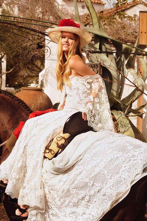 Vestidos de novia flamencos. La alta costura nupcial también ha caído en el embrujo andaluz.