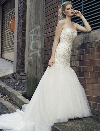 Bridal Gowns: Henry Roth Mermaid Wedding Dress with Sweetheart Neckline and Dropped Waist Waistline