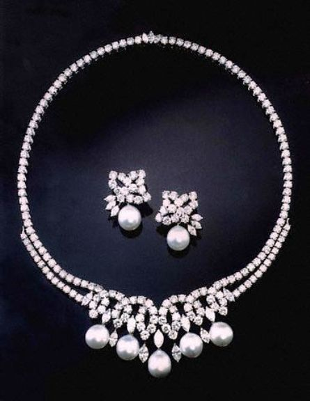 Diana, Princess of Wales Swan Lake Suite.   There are five matching South Sea cultured pearl drops in the necklace, each with a diameter of 12 mm. There are 164 brilliant-cut diamonds in the necklace, with a total weight of 42.35 carats. All diamonds in the necklace are set in platinum. The clasp of the necklace is an integral box clasp.