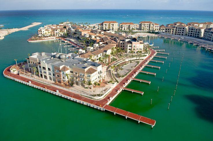 Punta Cana et Bávaro s'enorgueillissent de posséder les plages les plus élégantes au monde, de magnifiques centres de villégiature à perte de vue et des hôtels haut de gamme. Le secteur est aussi bien connu pour ses terrains de golf de niveau international conçus par des célébrités du golf. C'est une des premières destinations pour les champions de golf, les célébrités et les grands romantiques. S'agit-il de la destination de vos rêve pour votre mariage ou lune de miel?