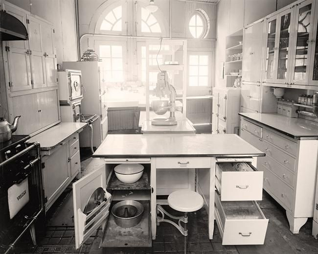 1920's kitchen. I'd LOVE a restored version of this kitchen. Kelvinator fridge and all. Located at 1734 N Street, Washington DC. It was made between 1905 and 1945 by Harris & Ewing.