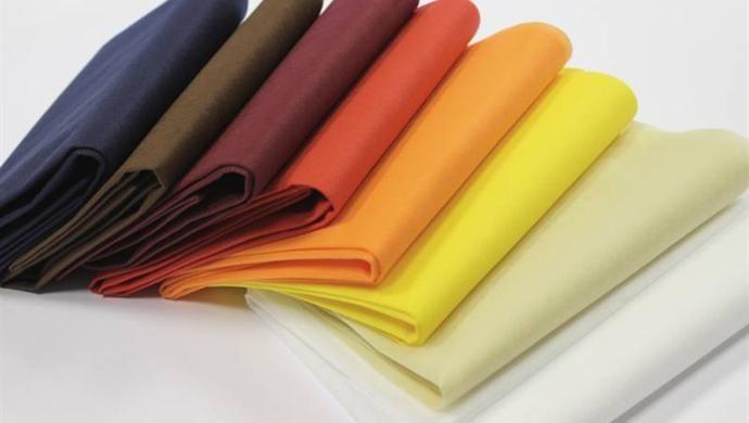 Tovaglia coprimacchia adatta a tutte le superfici, disponibile in confezioni da 5 o 20 pezzi a seconda delle dimensioni. Scegli fra 12 colori diversi!