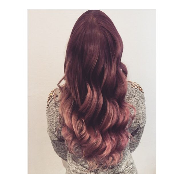 Pink sombre wavy hair