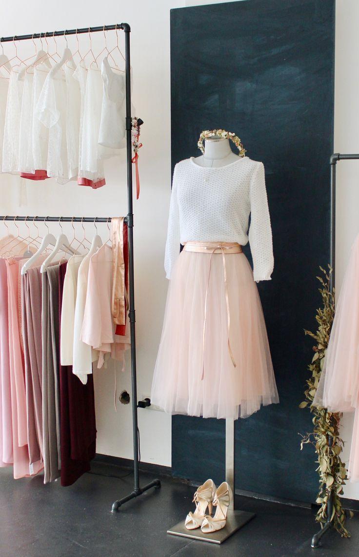 Moderne Brautkleider und Zweiteiler für die Hochzeit im Herbst, Winter oder Fru…
