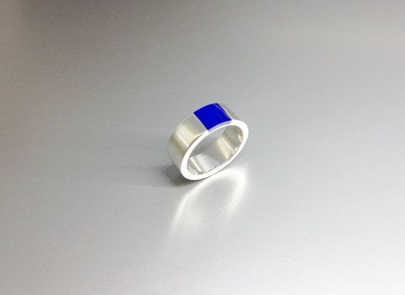 Lapis Lazuli ring with modern design and simplicity set in Sterling silver by lapislazulisamos. Explore more products on http://lapislazulisamos.etsy.com