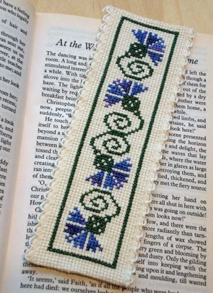 Floral Bookmark - marque page  http://kincavelkrosses.wordpress.com/gallery-of-stitches/