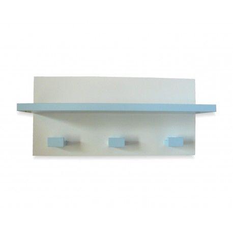 Perchero infantil con estante lacado en color azul claro al igual que sus tres colgadores. Lo encontrarás en www.lafabricadeladecoracion.com