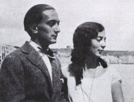 Dalí with his sister, Ana María Dalí in Cadaquéz, 1927.